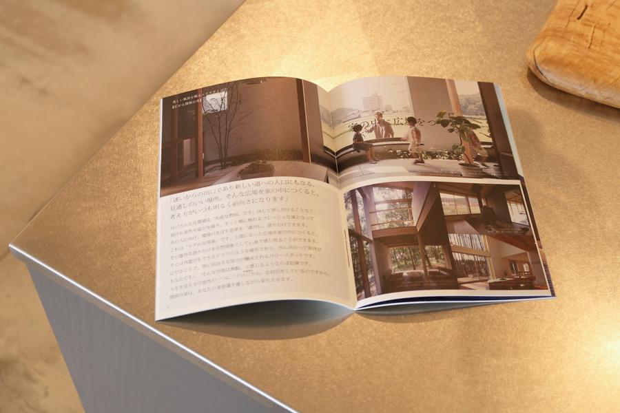 私たちの新しい考え方『ロジカルハウジング』をガイドする小冊子『広場に出よう』が完成しました。_e0029115_07400880.jpg