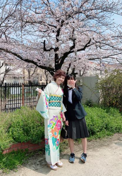 洋花柄の着物で着こなしキュート☆入学式のお母様_b0098077_17075079.jpg