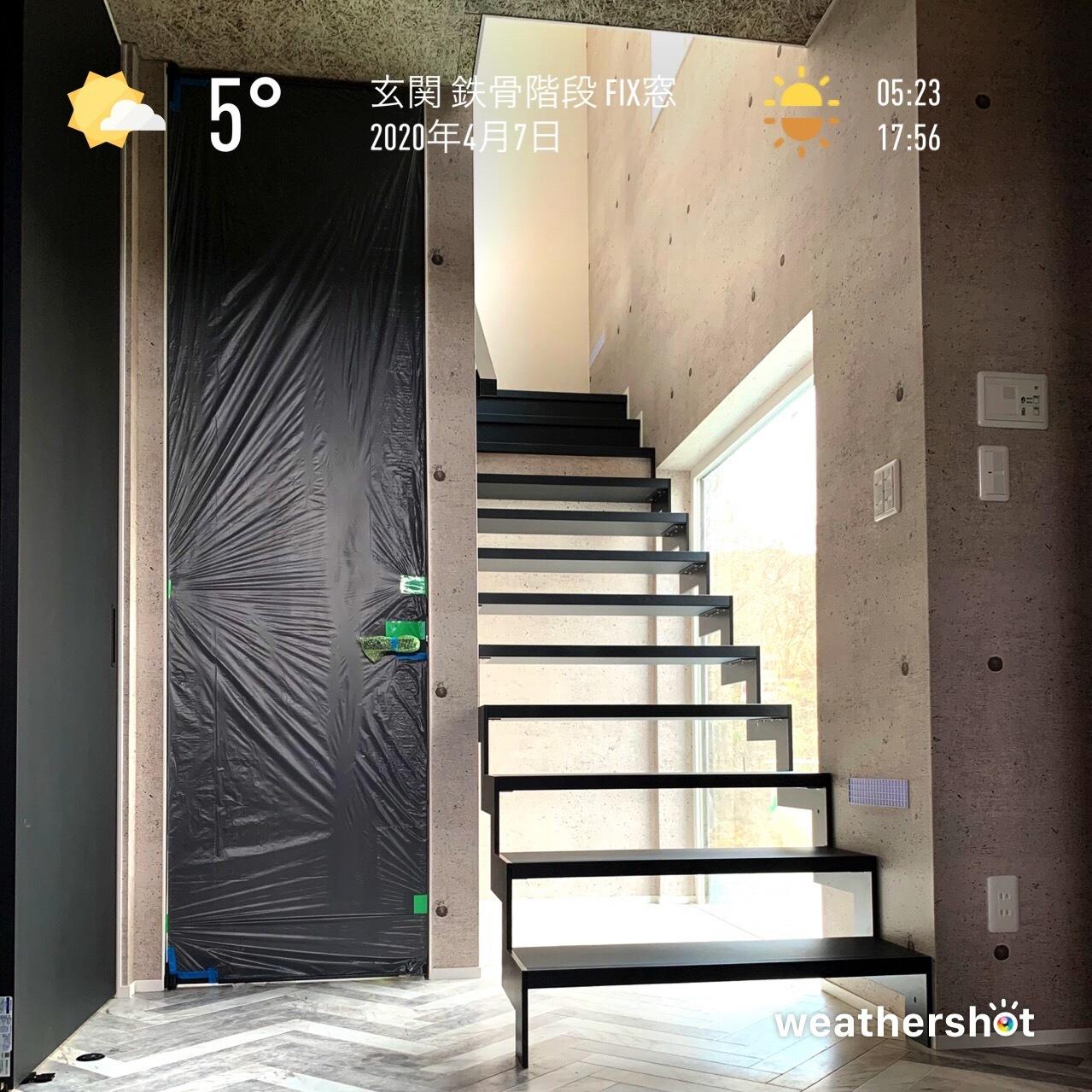 2020/4/7 玄関 鉄骨階段 FIX窓_f0116421_22170745.jpeg