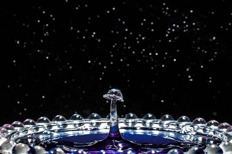 【備忘録】水滴アートに挑戦中 その25 ~宇宙空間で水のキノコを栽培する~ あと雑記_f0189086_19334645.jpg