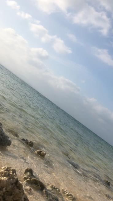 ここで竹富島の海と空をお届けします。_b0368251_21214766.jpg