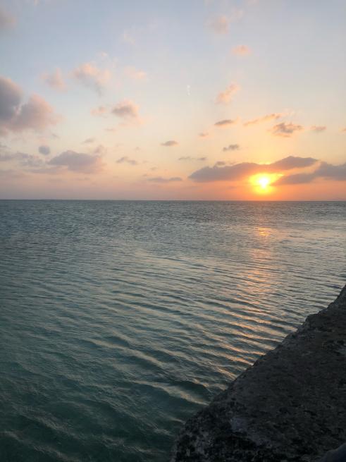 ここで竹富島の海と空をお届けします。_b0368251_21215159.jpg