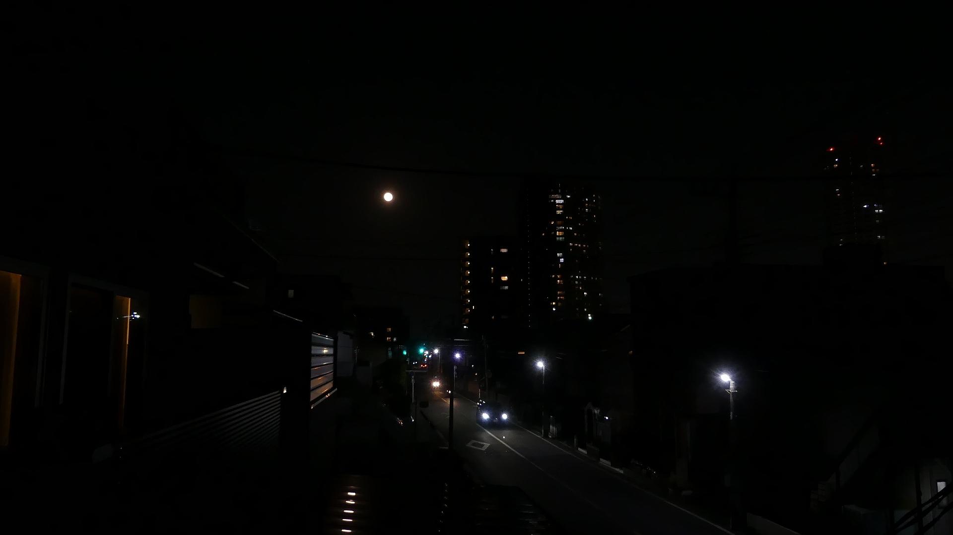 お月さまは知っている_a0185081_20512876.jpg