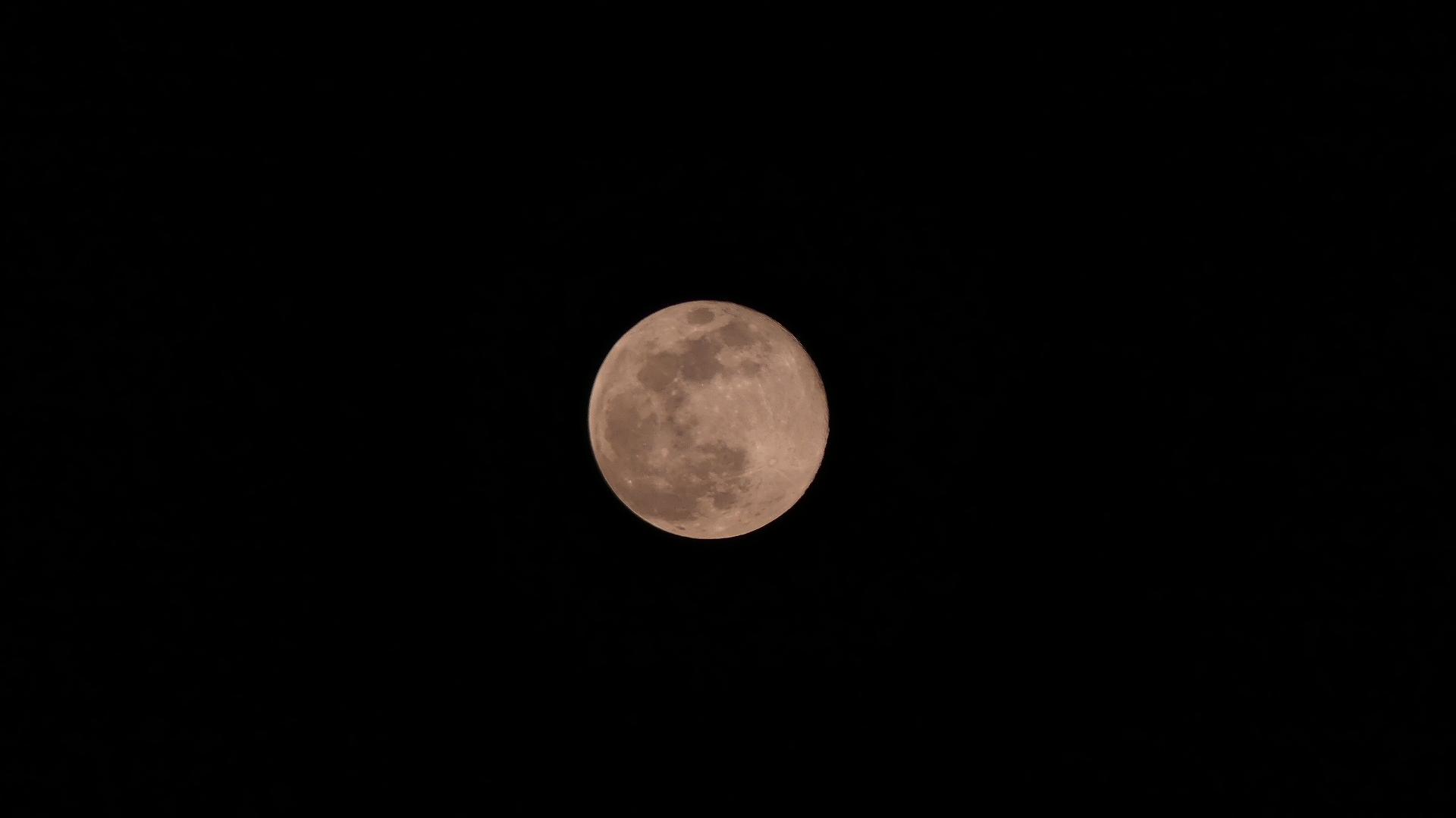 お月さまは知っている_a0185081_20514179.jpg