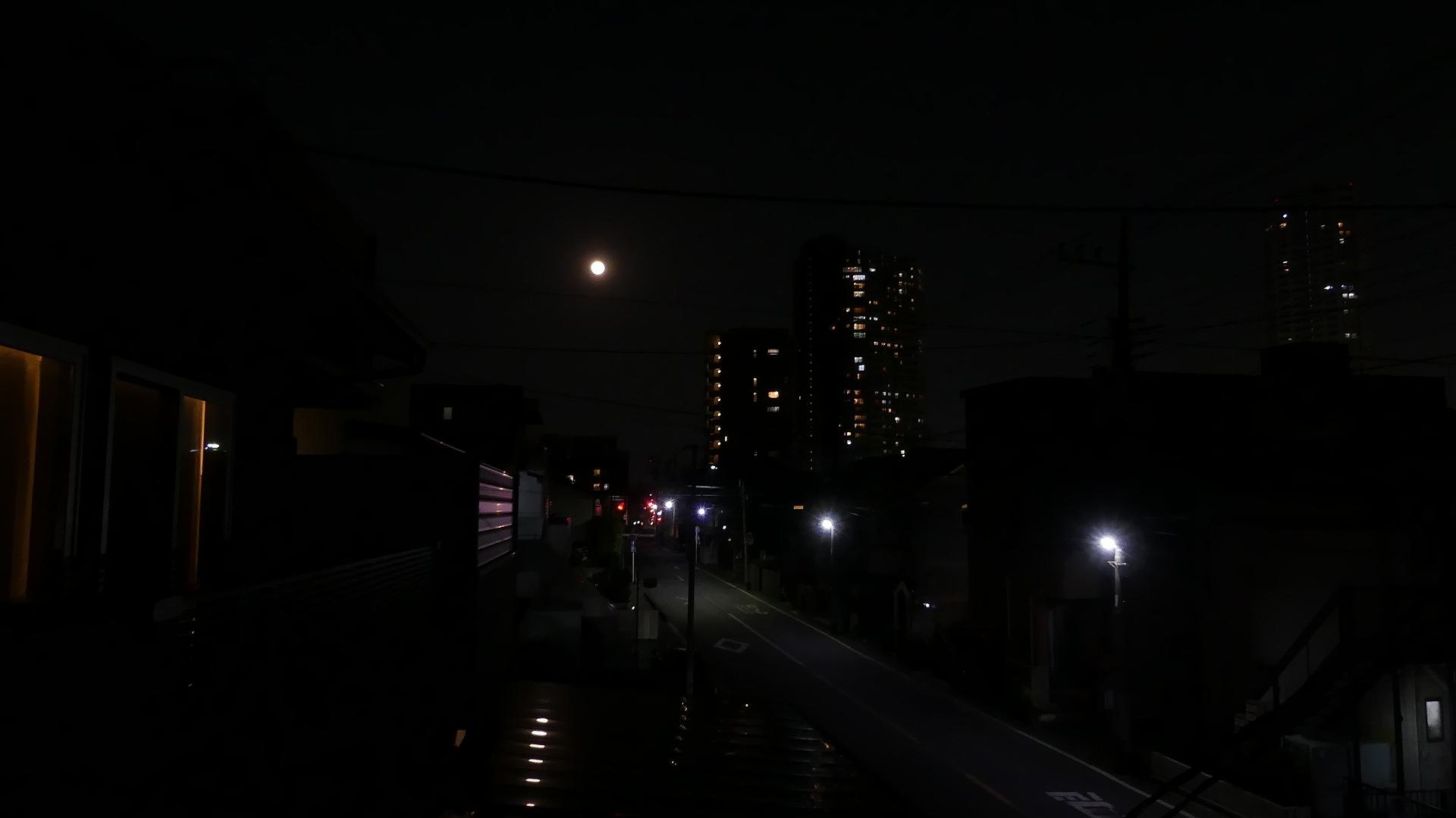 お月さまは知っている_a0185081_20521186.jpg