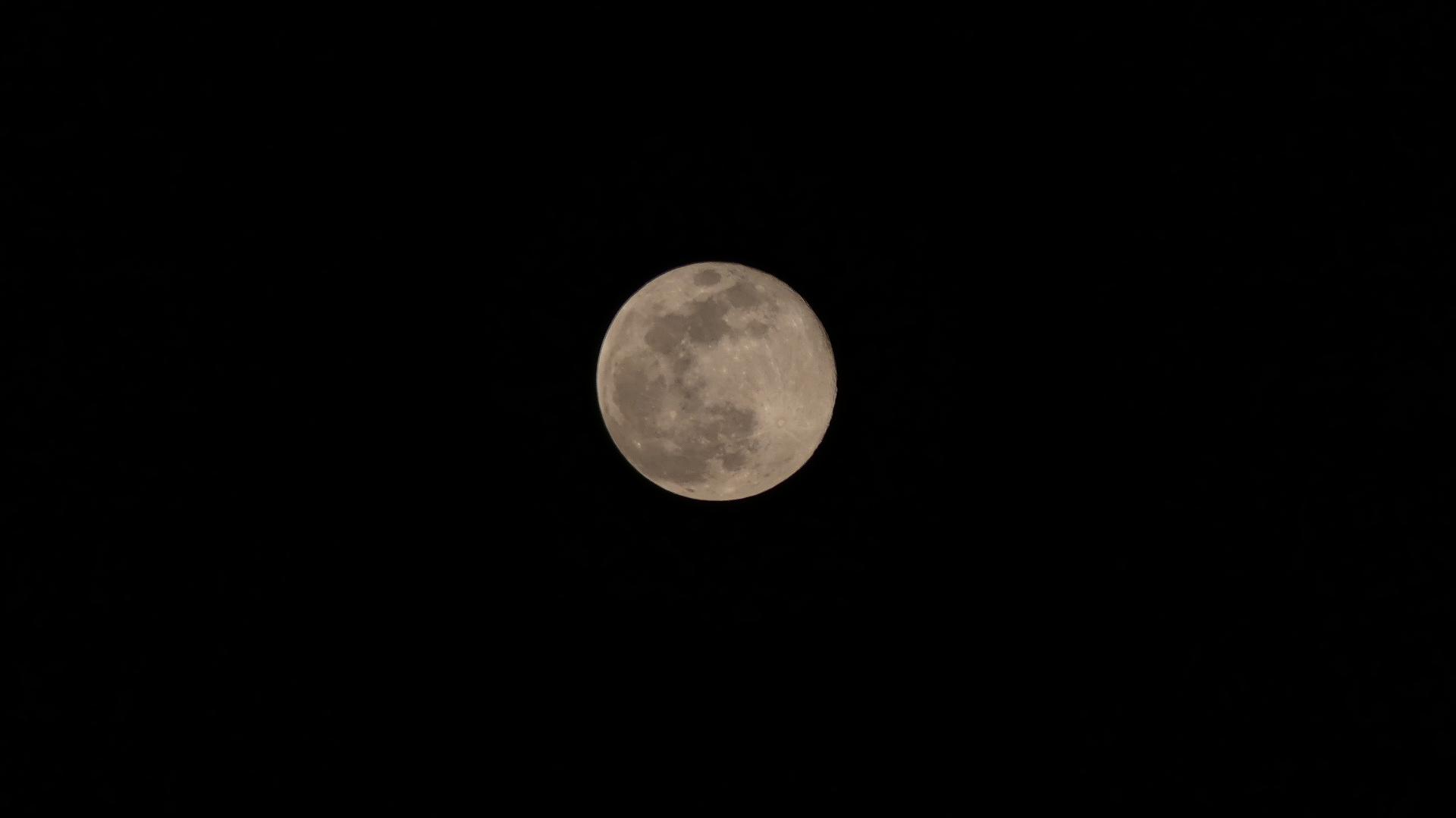 お月さまは知っている_a0185081_20522410.jpg