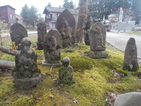 苔むす石仏-小千谷墓参_a0203003_16535251.jpg