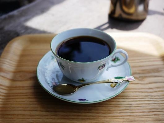 ** 世界の為に家にいよう コーヒーを飲みながら読書でもいかが? **_b0136223_20333224.jpg