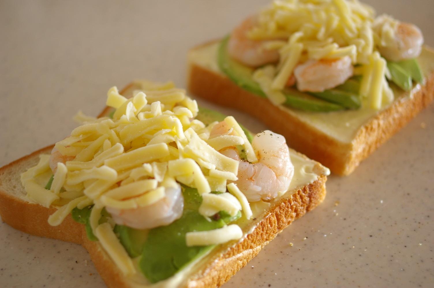 海老とアボカドの冷凍ピザパン【レシピ】_d0327373_17591494.jpg