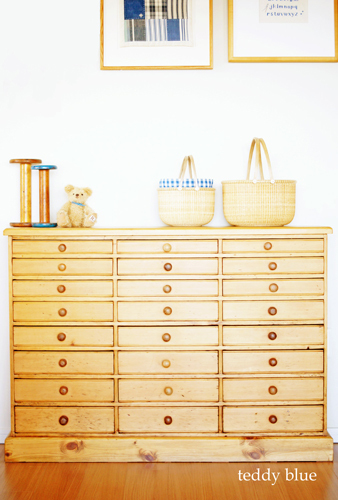 Dreamin\' antique chest of drawers チェストに恋して_e0253364_17304252.jpg