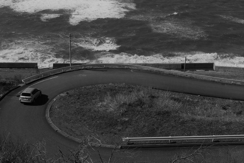 海沿いの急カーブ_b0150077_22082140.jpg