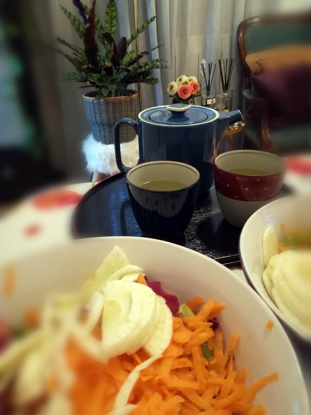お昼ご飯はinsalatona(大盛りサラダ)_c0179785_04253171.jpg