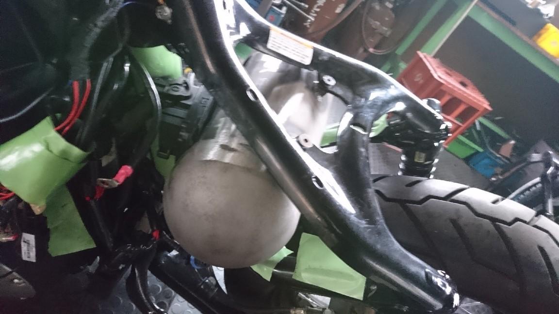 スポーツスター フォーティーエイトのオイルタンク製作から交換へ_a0257316_06430486.jpg