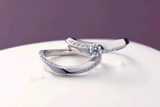 指輪は幸せの安全飛行を見守ります!_f0118568_11170700.jpg