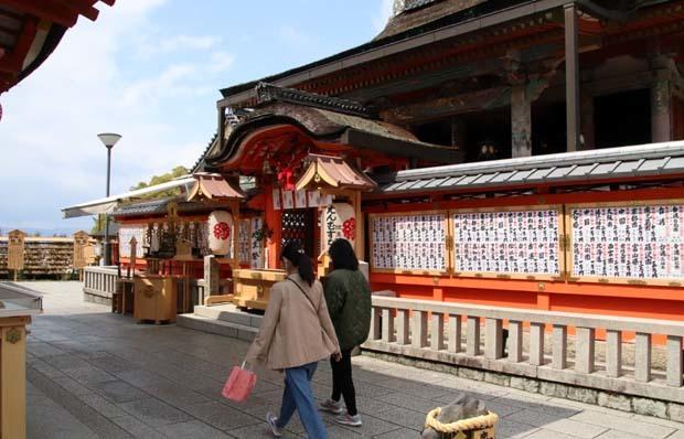 地主神社_e0048413_21010290.jpg