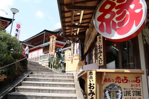 地主神社_e0048413_21011479.jpg