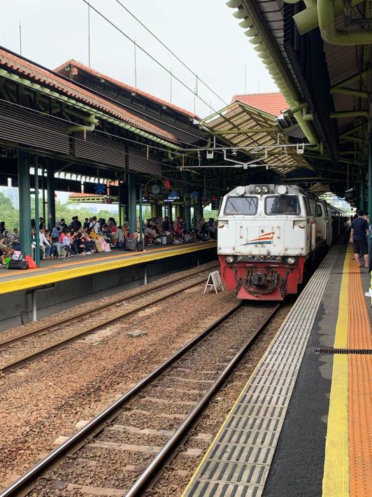 ガンビル駅からバンドゥンへ☆_a0063997_19381403.jpg