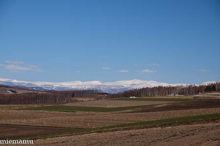 雪の山並み~4月の就実の丘_d0340565_19561519.jpg