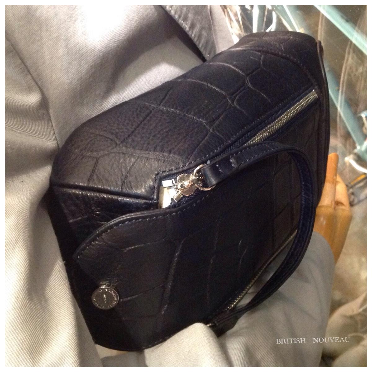 型押しone shoulder Bag  入荷_f0039487_19175423.jpg