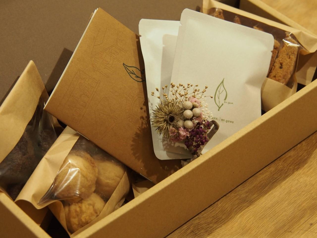 発送してます、詰め合わせのお菓子箱_d0263607_12032001.jpg