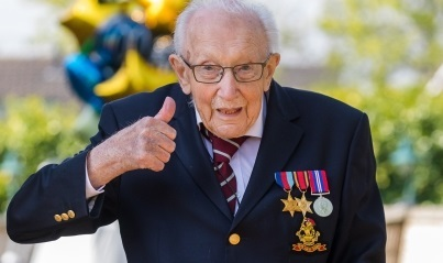 ムーア トム 99歳トム・ムーアさん今度は応援歌がチャート1位
