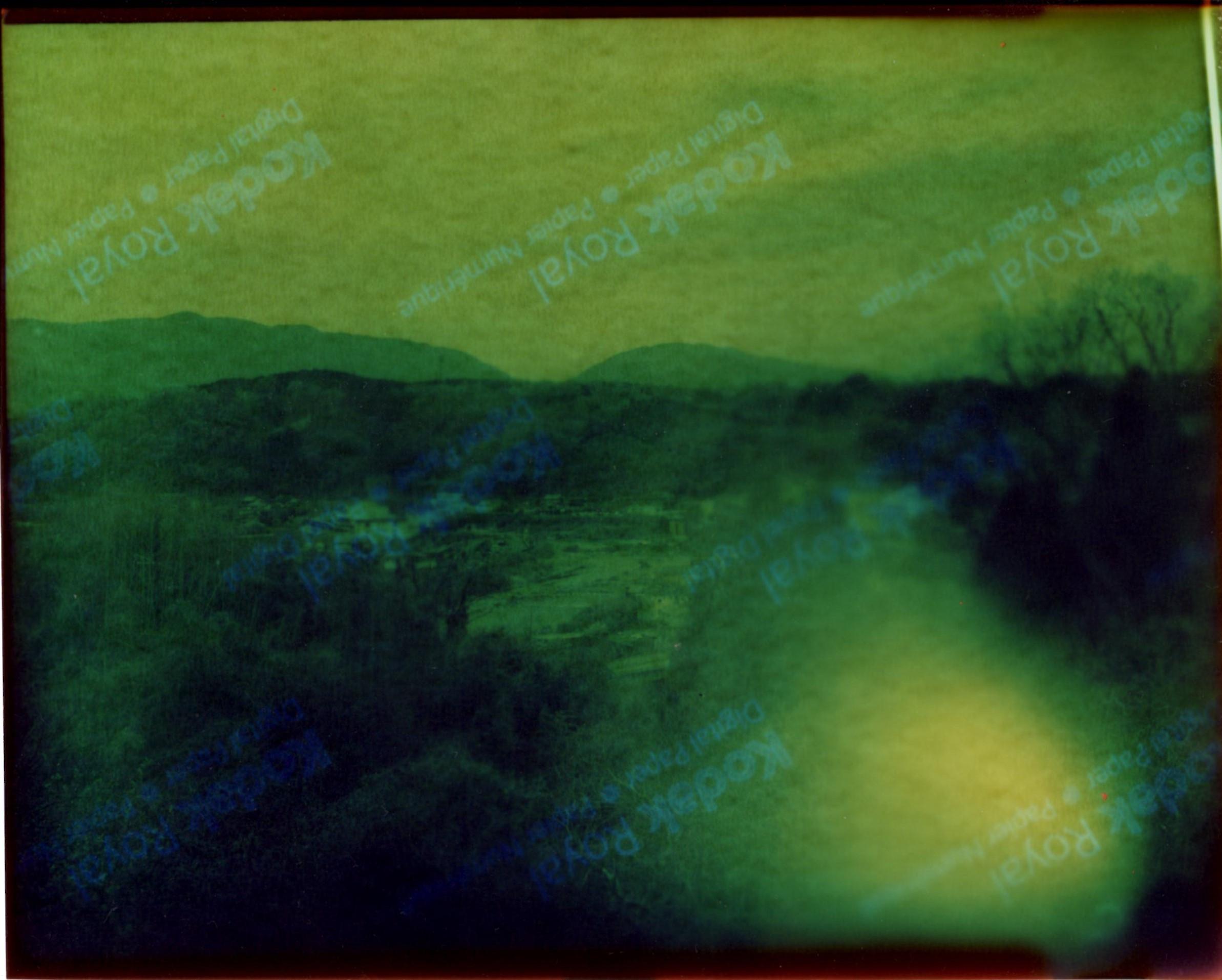 アウトドア大ガビネカラー印画紙露光の形而上学的報告  撫象_d0138130_11183911.jpg
