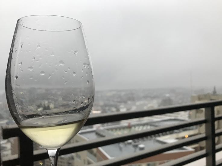 雨音で起きて。朝ワイン。_c0212604_5543848.jpg