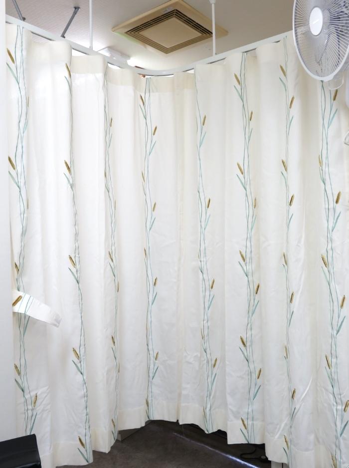 クリニックのカーテン『ヴィラノヴァ』 モリス正規販売店のブライト_c0157866_18122036.jpg