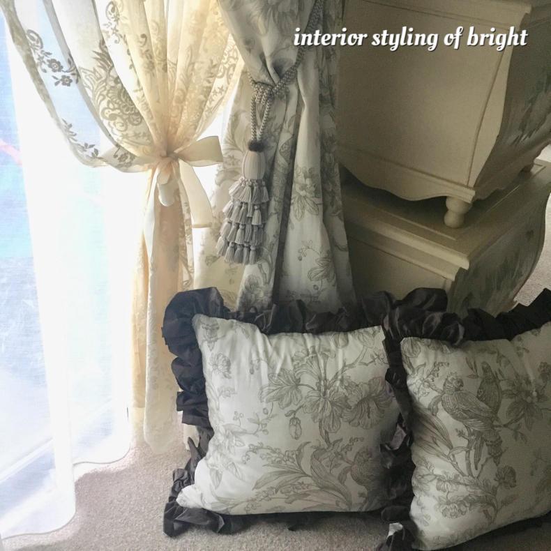 同じ部屋で柄とデザインの違うカーテン 『クラーク&クラーク』『ヴィラノヴァ』『イオニア』_c0157866_19472375.jpg