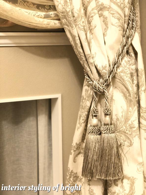 同じ部屋で柄とデザインの違うカーテン 『クラーク&クラーク』『ヴィラノヴァ』『イオニア』_c0157866_20090259.jpg