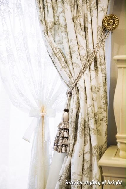 同じ部屋で柄とデザインの違うカーテン 『クラーク&クラーク』『ヴィラノヴァ』『イオニア』_c0157866_20120998.jpg