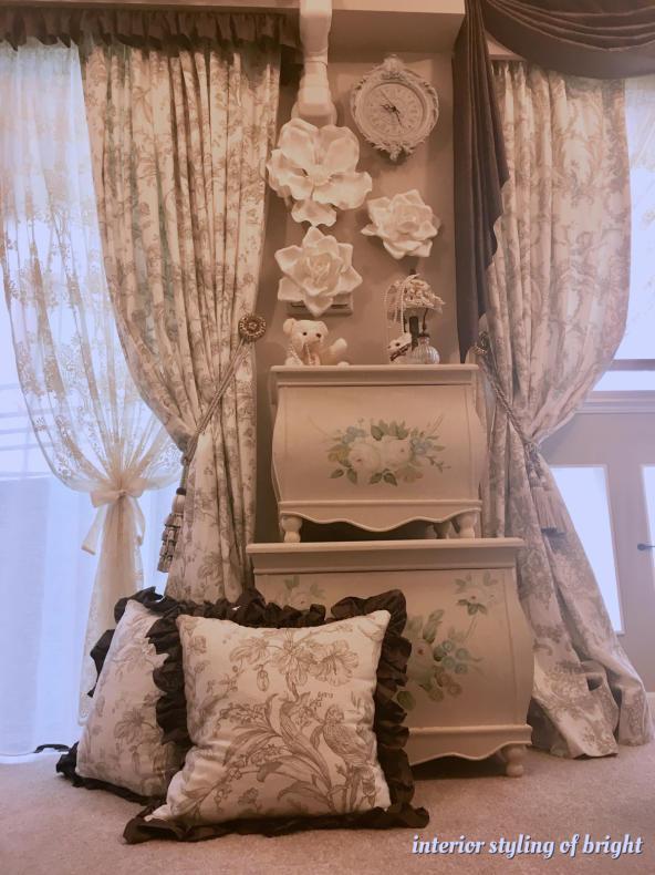 同じ部屋で柄とデザインの違うカーテン 『クラーク&クラーク』『ヴィラノヴァ』『イオニア』_c0157866_20323940.jpg