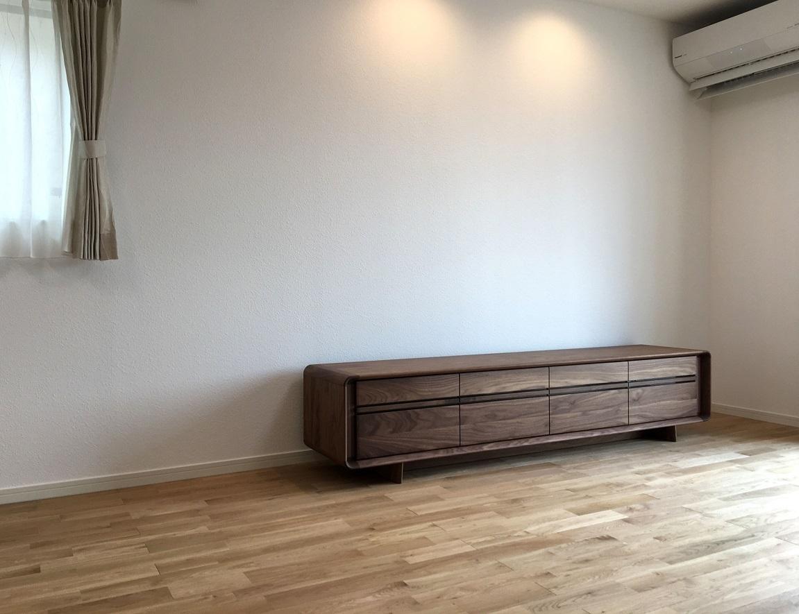 カリモク家具 納品実例 ~TVボード ソリッドR~_d0224984_13433346.jpg
