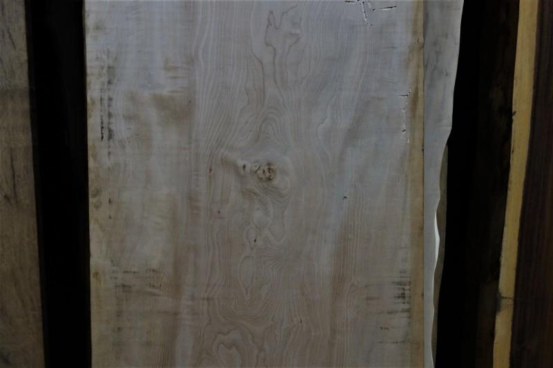 一枚板カウンター 台湾樟と栃_e0156341_19021312.jpg