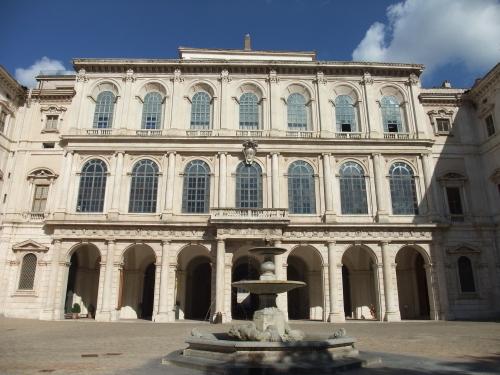 バロック様式の壮麗な威容を誇る建物と偉大な芸術家による1,400点以上のコレクション_a0113718_00043098.jpg