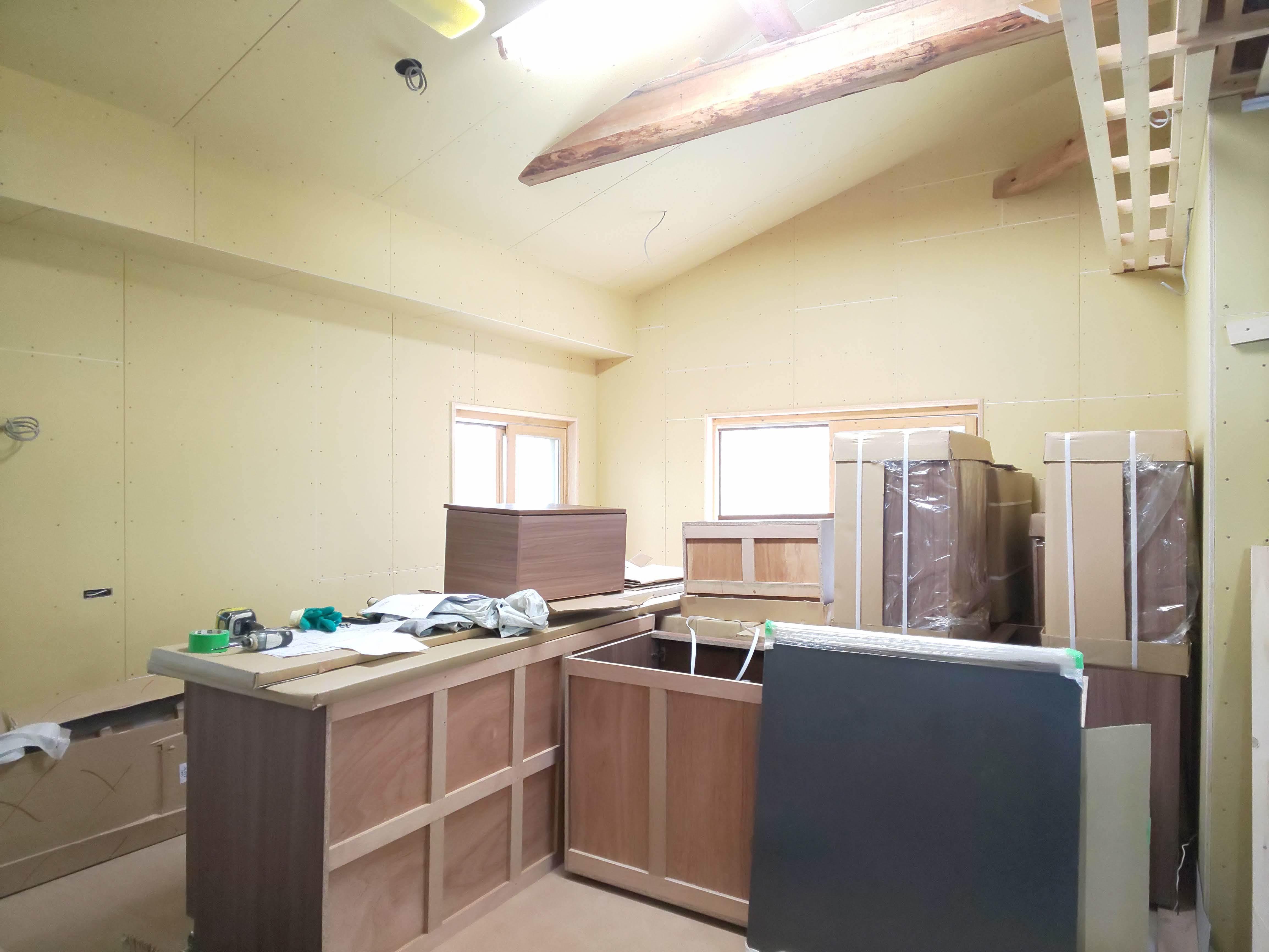 ■キッチン組立て開始■_e0188083_13571034.jpg