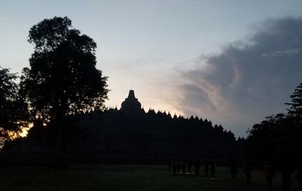 いつか又行ける日の為に インドネシア ボロブドゥール_b0122805_16533930.jpg