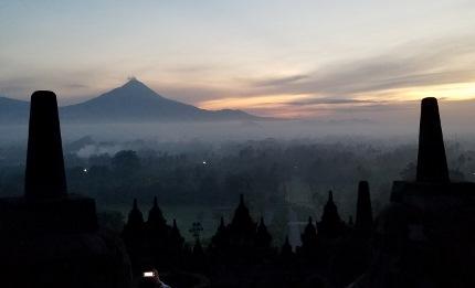 いつか又行ける日の為に インドネシア ボロブドゥール_b0122805_1656147.jpg