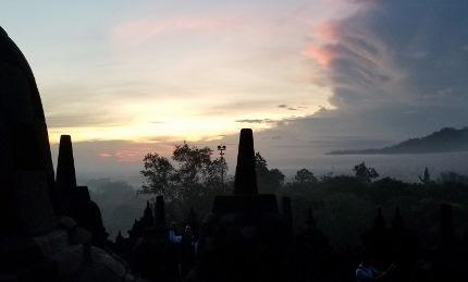 いつか又行ける日の為に インドネシア ボロブドゥール_b0122805_16564910.jpg