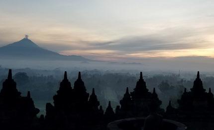いつか又行ける日の為に インドネシア ボロブドゥール_b0122805_1656572.jpg
