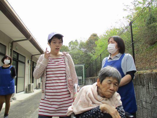 4/21 朝の散歩_a0154110_11364075.jpg