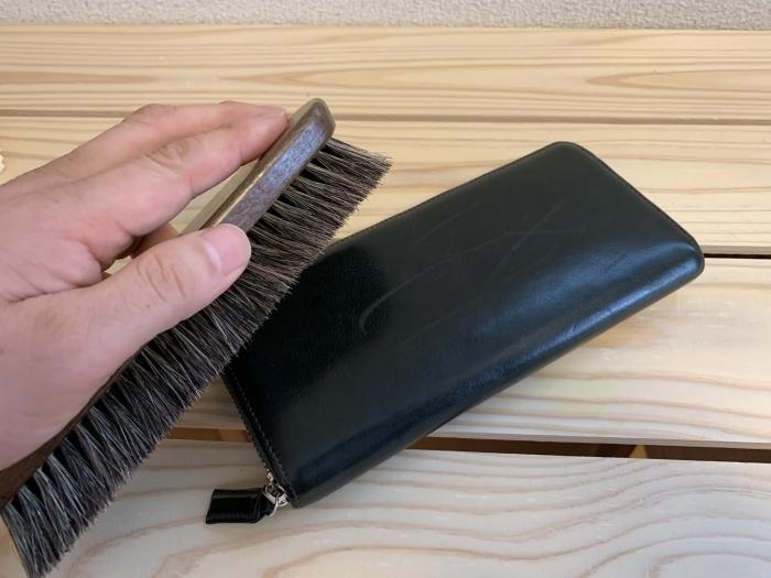 おうちで靴磨き「クリームエッセンシャルで財布に入ってしまった傷を隠す」_b0226322_15135626.jpg
