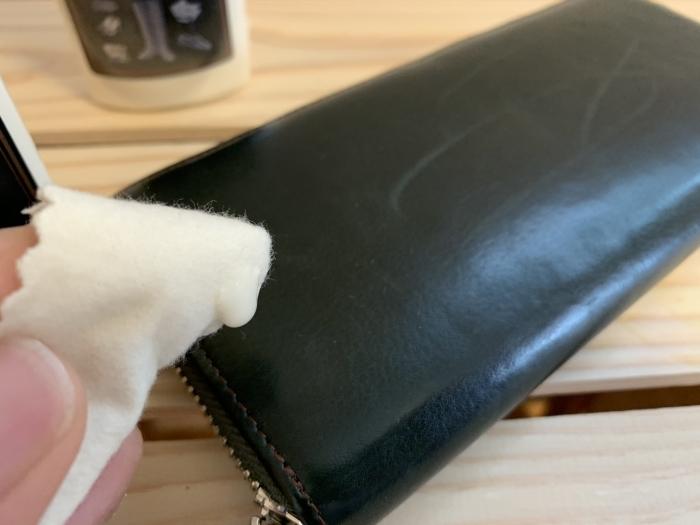 おうちで靴磨き「クリームエッセンシャルで財布に入ってしまった傷を隠す」_b0226322_15232573.jpg