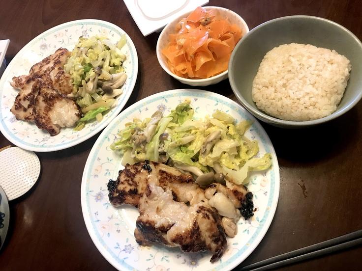 4/23木☆鶏むね肉の塩麹焼き&ニンジンサラダ_c0212604_12281177.jpg