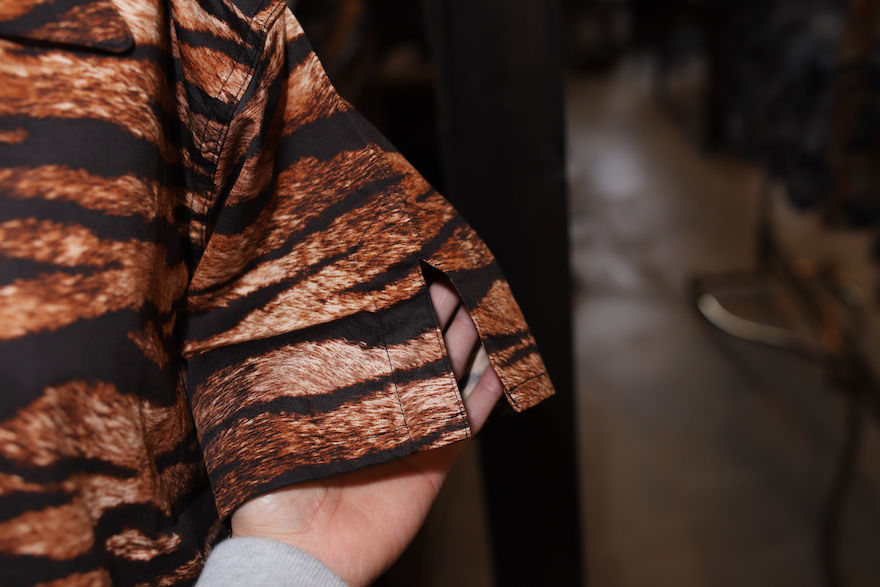 TIGER PATTERN TRAVEL SHIRT_b0398513_20341827.jpeg