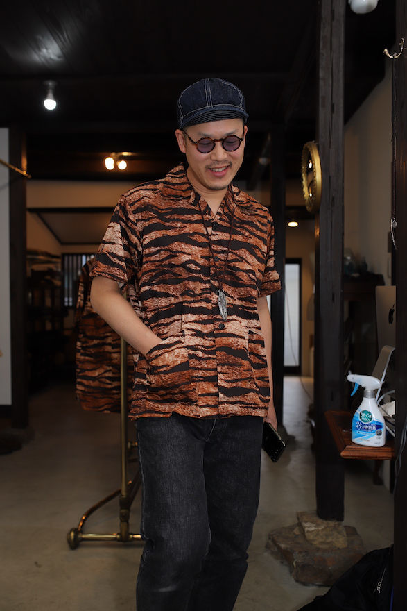 TIGER PATTERN TRAVEL SHIRT_b0398513_20352888.jpeg