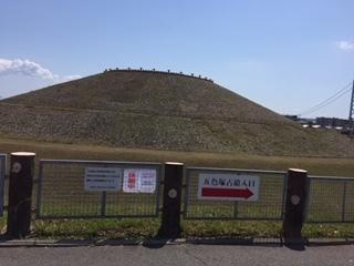 4月23日 今日の五色塚古墳です_f0079749_14130535.jpg