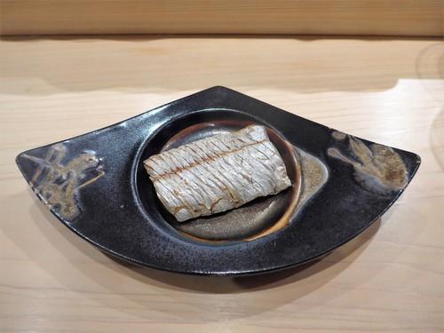 渋谷「熟成鮨 万」へ行く。_f0232060_1646981.jpg