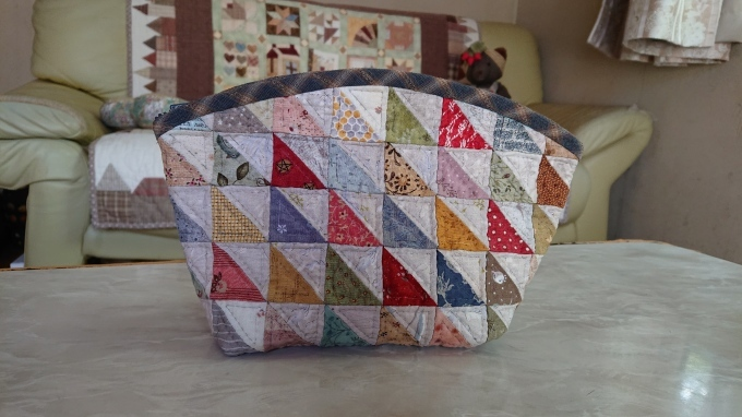 三角パッチのポーチ完成です♪_f0374160_21521607.jpg