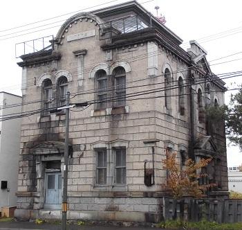 ビルの窓 旭川(北海道)_e0098739_12550252.jpg